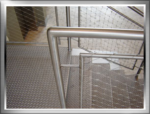 Stainless steel mesh rail system